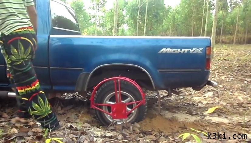 إختراع يمنع انزلاق السيارة في الوحل