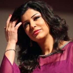 بالصور: الفنانة السورية جمانة مراد في أول ظهور لها بعد الزواج والعمرة