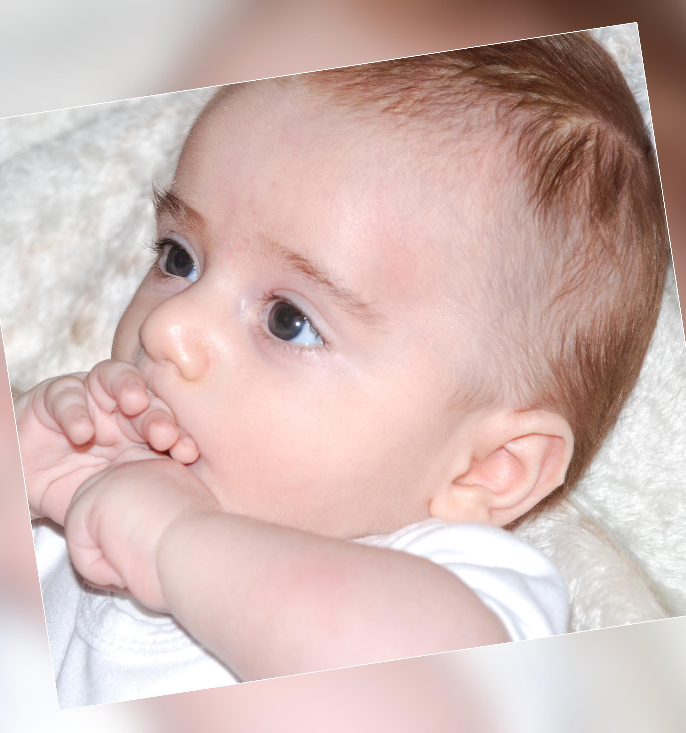 عادة مص الإصبع عند الأطفال
