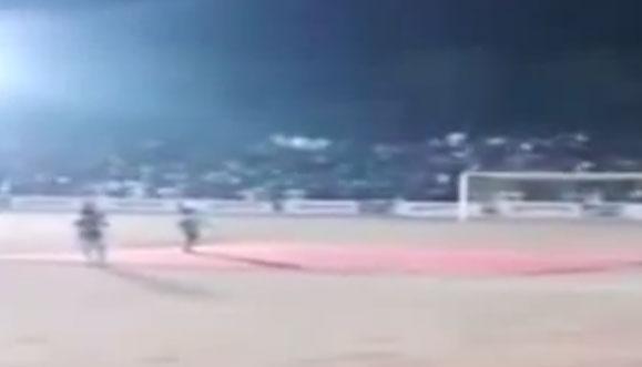 بالفيديو .. انهيار مدرج ملعب أثناء حفل الافتتاح !!