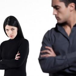 كيف أتصرف عندما يحرجني زوجي أمام الآخرين ؟؟