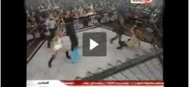 فيديو: منقّبة تقتحم عالم المصارعة الحرة!!!