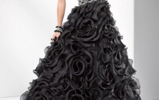 تشكيلة فساتين مميزة جداً باللون الأسود