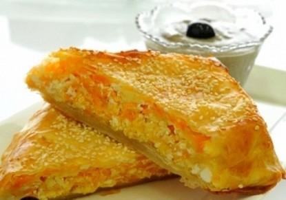 تحضير بوريكس الجبن بصلصة الزيتون
