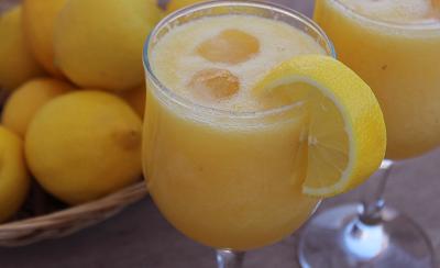 تحضير كوكتيل التفاح والليمون