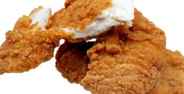 شرائح الدجاج وسلطة الشمّر لأطفالكِ