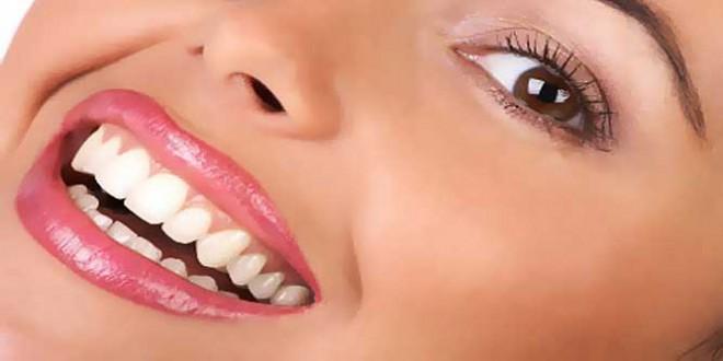 الكركم مادة طبيعية تعمل على تبييض الأسنان