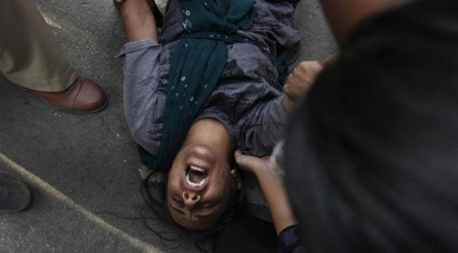 عقاباً لها على الحب الغير مقبول شيخ يأمر 12 شاب بإغتصابها!