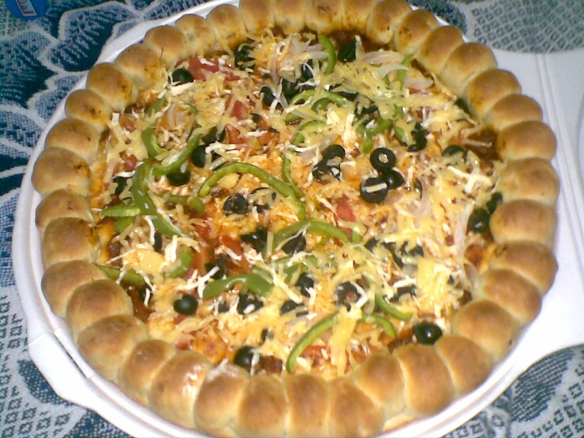بيتزا مع كرات النقانق