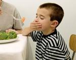 طفلك المريض وخطأ إجباره على الطعام