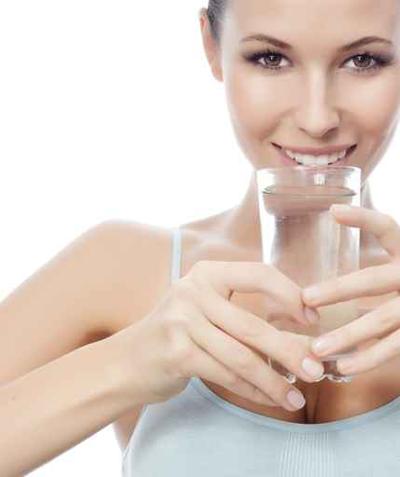 شرب الماء أثناء الطعام