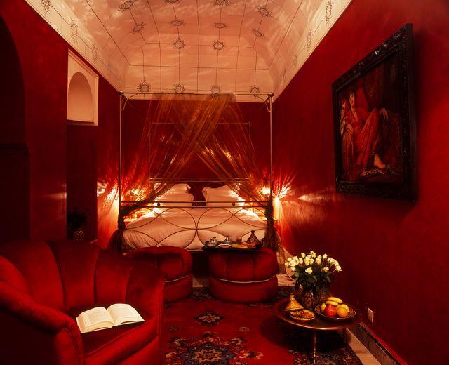 صور غرف نوم باللون أحمر